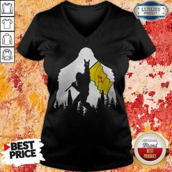 Nice Bigfoot Rock N Roll New Mexico Flag In The Forest V-neck